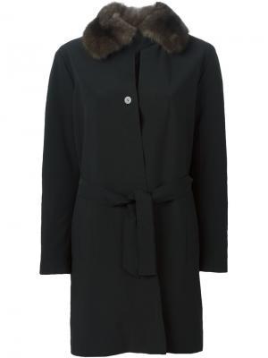 Пальто с меховым воротником Liska. Цвет: чёрный