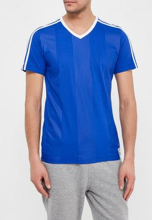 Футболка adidas. Цвет: синий