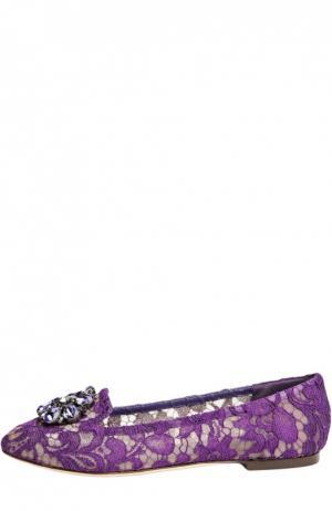 Кружевные слиперы Rainbow Lace с брошью Dolce & Gabbana. Цвет: фиолетовый