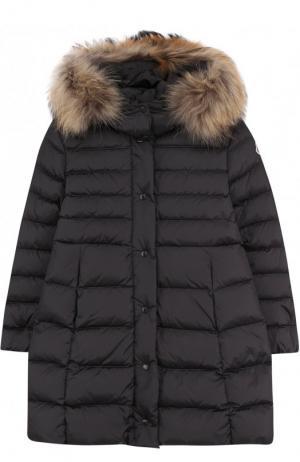 Пуховое пальто на молнии с капюшоном и меховой отделкой Moncler Enfant. Цвет: темно-серый