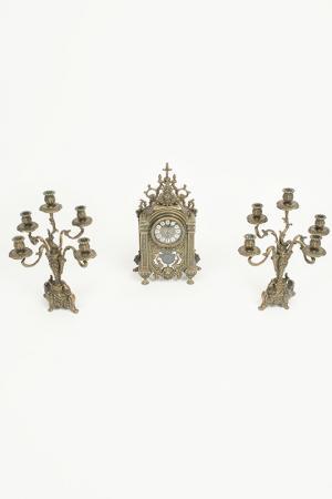 Набор: часы и 2 канделябра Stilars. Цвет: бронза