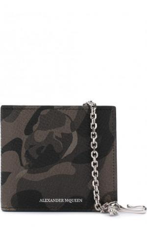 Кожаное портмоне на цепочке с отделениями для кредитных карт и монет Alexander McQueen. Цвет: хаки